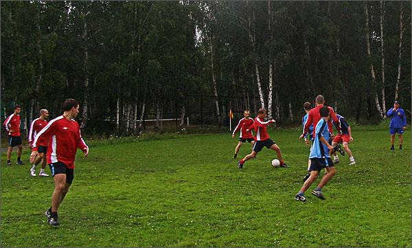 Два футбольных тайма с коротким перерывом.